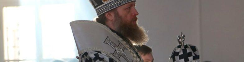 28 марта Митрополит Савва совершил вечерню с чином пассии в Воскресенском кафедральном соборе Вологды.